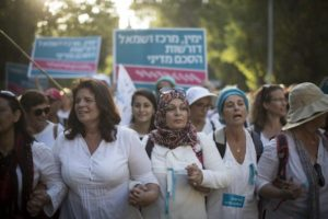 Thousands of women from the 'Women Wage Peace' movement take part in a march in support of peace  in Jerusalem on October 19, 2016. The women have been marching across the country over the past two weeks, culminating in a march from the Knesset to the Prime Minister's House in Jerusalem, demanding a peace agreement between Israel and the Palestinians. (Photo: Hadas Parush/ Flash90)