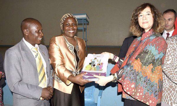 Kampala schools receive peace education books (Uganda)